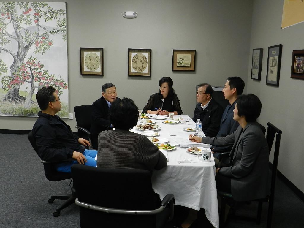 """""""북한 결핵 환자 치료비 1만달러 전달 하겠다."""" 2012년 4월 3일 LA 중앙일보"""